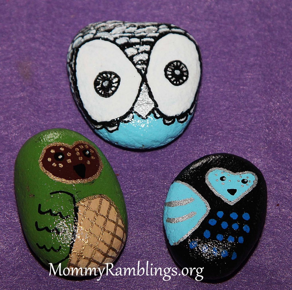 River rock painting fun craft project mommy ramblings for Crafts made from rocks