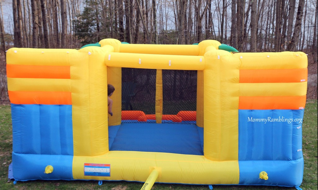 Blast zone rainforest rapids inflatable review and magic for Blast zone magic castle inflatable bounce house
